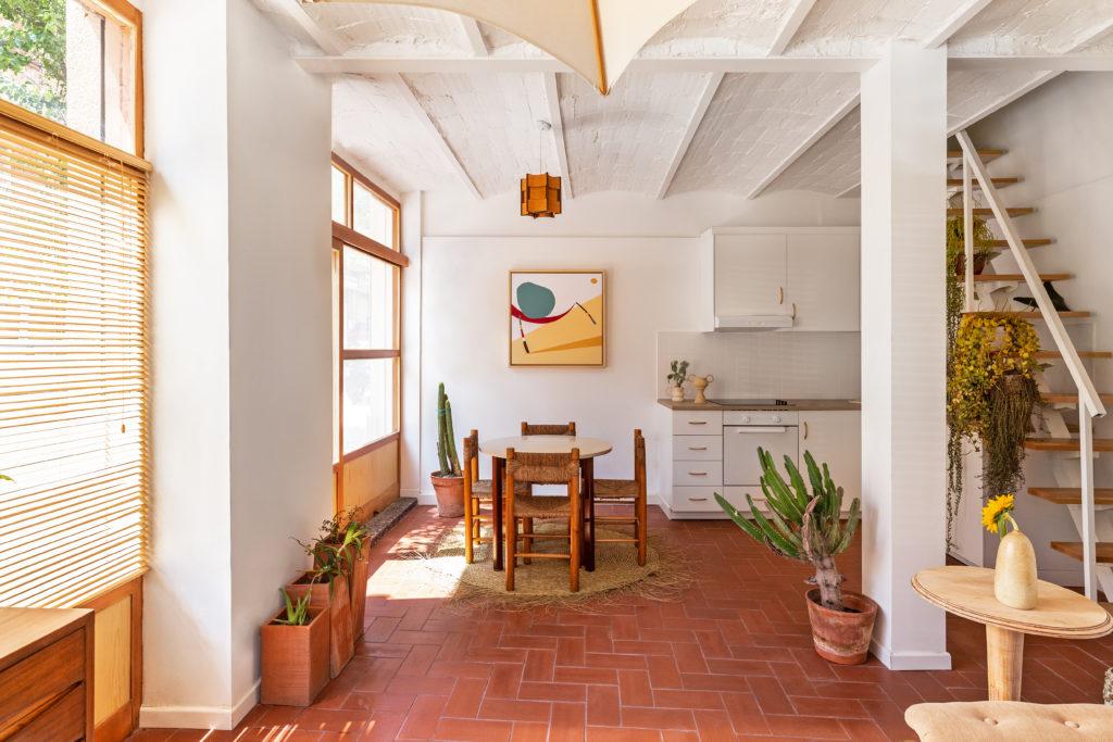 Vista de la cocina de la vivienda diseñada por Alex March Studio