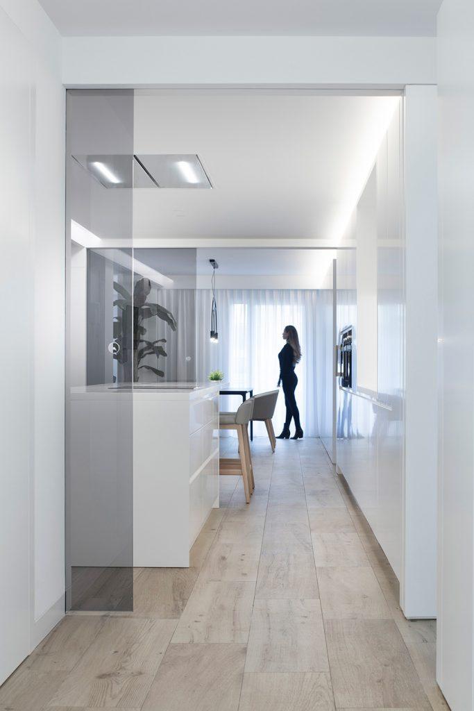 Vivienda GC, reforma integral y diseño de interior en el centro histórico de Valencia por onside - puertas correderas