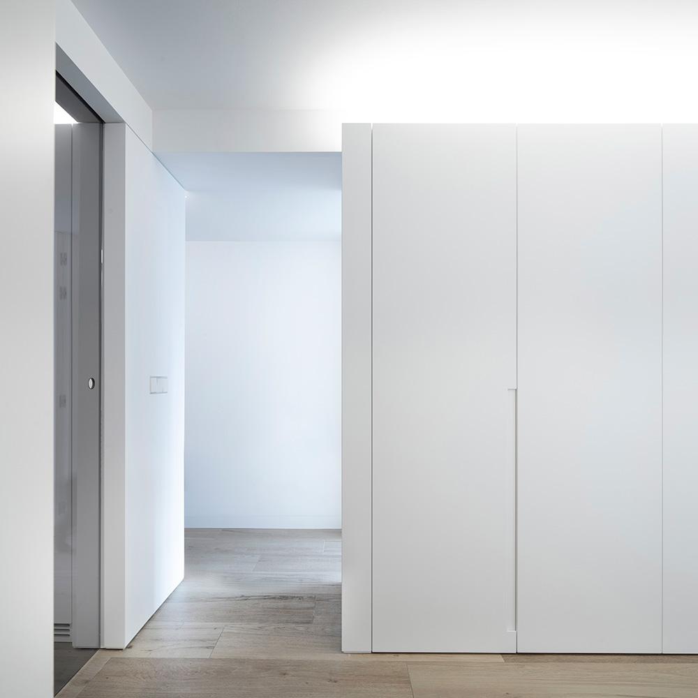 Vivienda GC, reforma integral y diseño de interior en el centro histórico de Valencia por onside - detalle armario y suelo