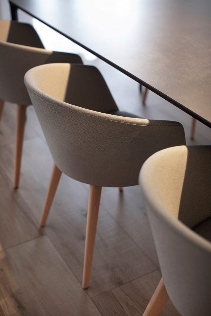 Vivienda GC, reforma integral y diseño de interior en el centro histórico de Valencia por onside - sillas