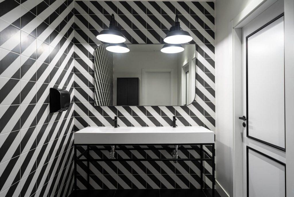 Unas oficinas para dejar volar la creatividad, por estudio Denys & von Arend - baños