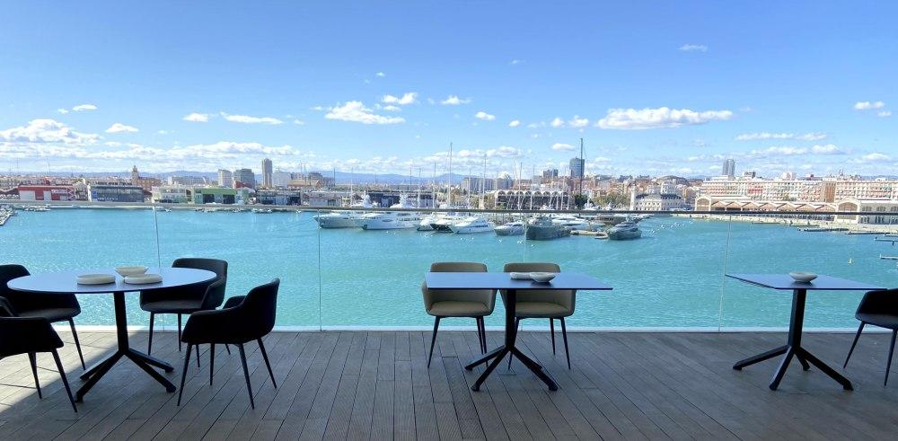 esTABLEes, mesas anticojeo que garantizan estabilidad en terrazas y restaurantes